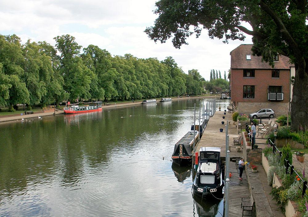 Der Fluss Avon ist schon für sich selbst ein Anziehungspunkt.