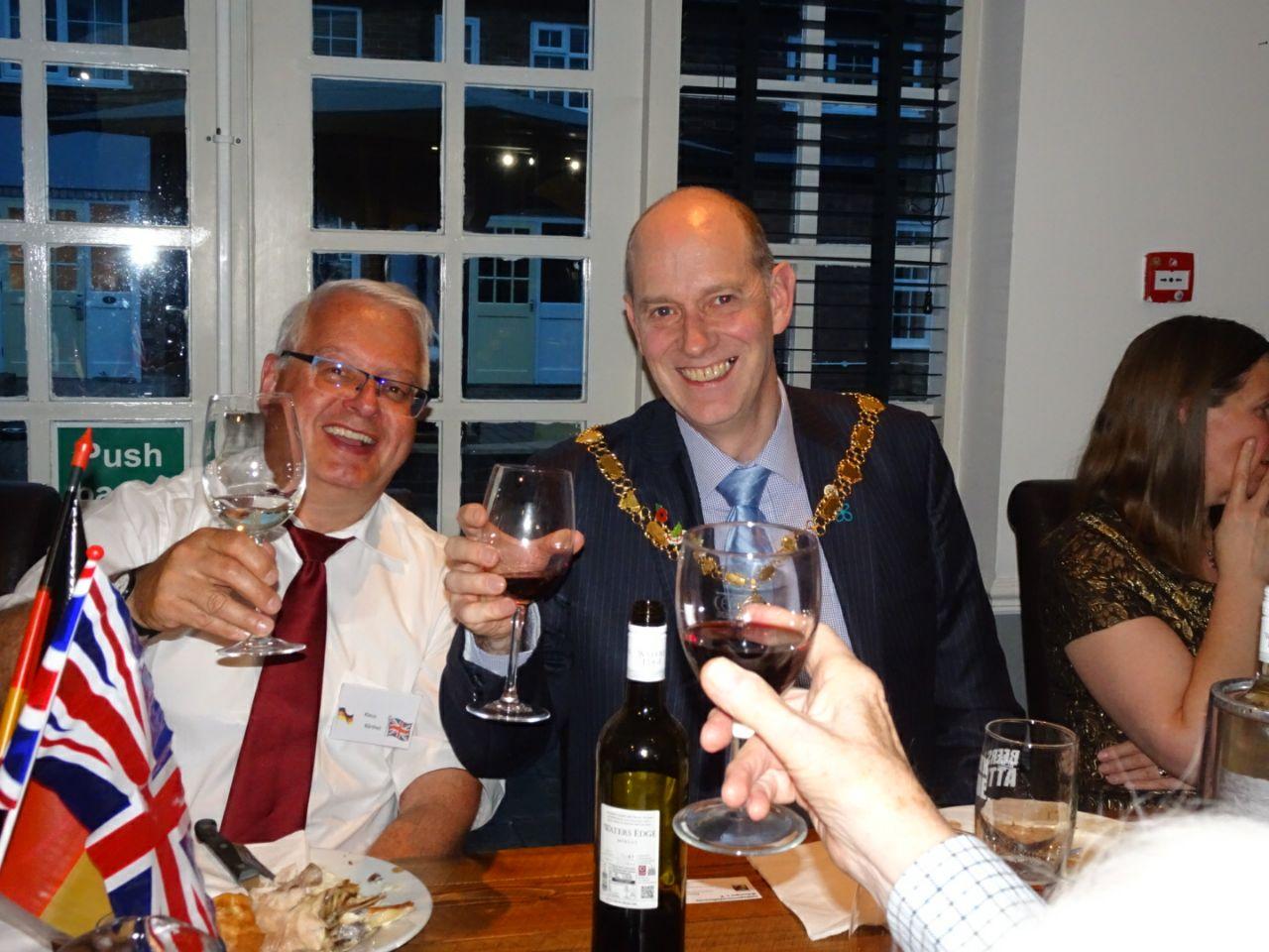 Klaus Bärthel und der Bürgermeister von Evesham Cllr. Richard Jones
