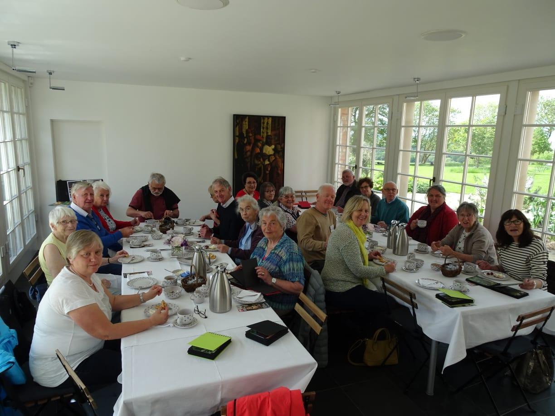 Nach der Gartentour – Kaffee, Tee und Waffeln nach deutschen Rezept