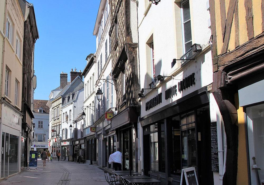 Bummeln in der Innenstadt von Dreux. Foto: Corinna Jaene-Margraf