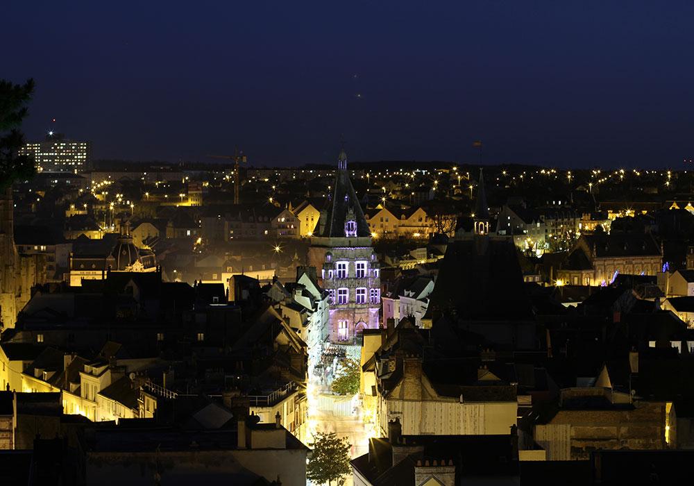 Dreux bei Nacht. Foto: Jean Cardoso